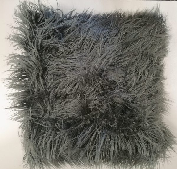 Kulgrå langhåret pels 45 x 45 cm