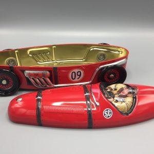Kage dåse rød sportsvogn metal. a