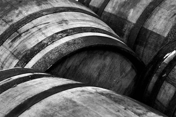 Whiskyfad sort/hvid foto i sort ramme fra Boligpynt